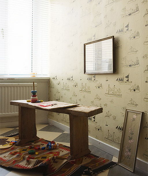 Childrens pictures on wall-paper, in quite good sense …