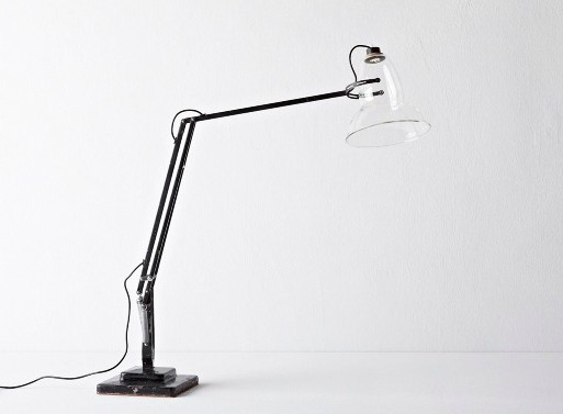 Desk lamp with an empty plafond