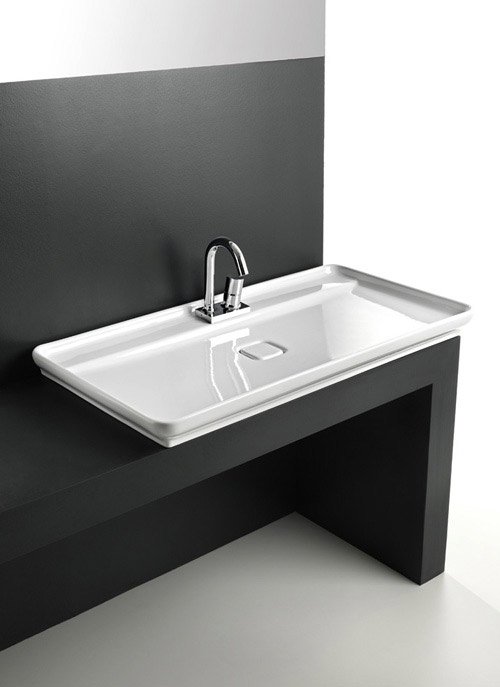 Flat sink for a bathroom